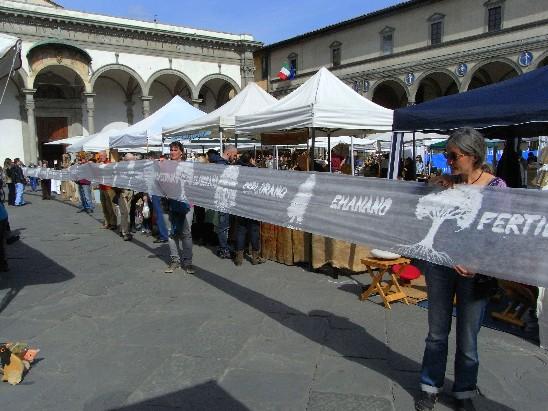 performance del 12 Aprile 2015 in piazza ss.Annunziata a Firenze