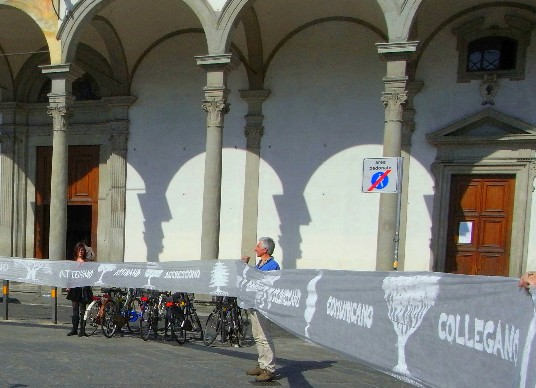 performance del 12 Aprile 2015 in piazza ss. Annunziata a Firenze, con la collaborazione dei visitatori