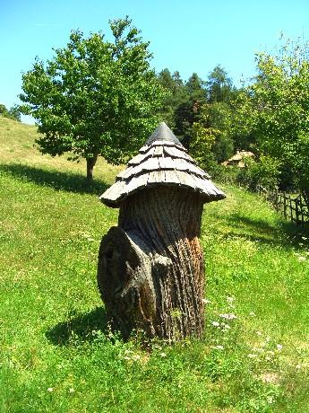 bugno, ovvero arnia antica ricavata in un tronco