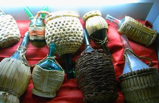 rivestimenti di fiaschi con diverse fibre vegetali